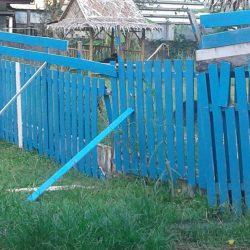 Der Sturm hat nach der Regenperiode unsere Zäune komplett zerstört