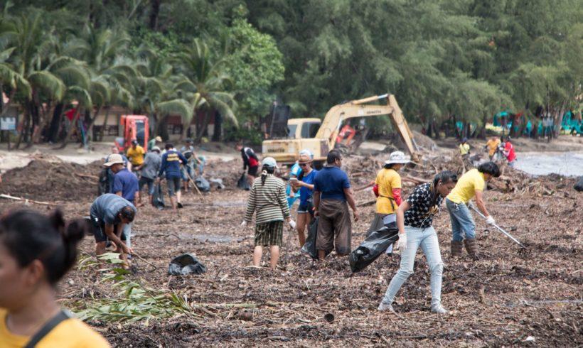 Die Aufräumarbeiten auf Koh Chang laufen auf Hochtoren